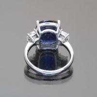 Burmesischer Safir Kissen Ring mit Diamanten von Caram