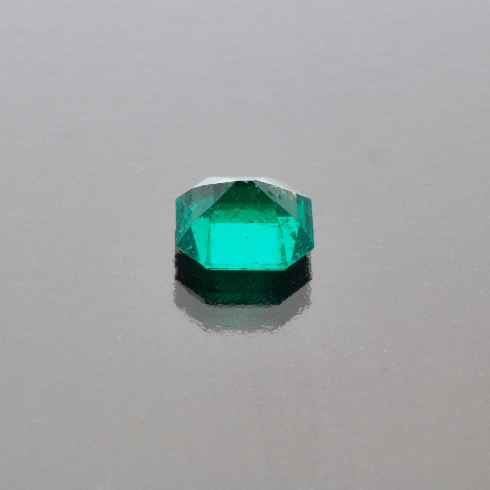 Emerald octagon 2.25 cts Muzo Colombia by Caram_back view
