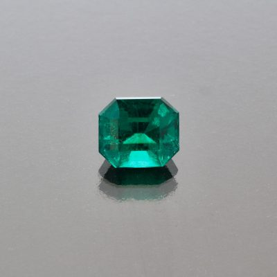 Emerald octagon 2.25 cts Muzo Colombia by Caram_front view