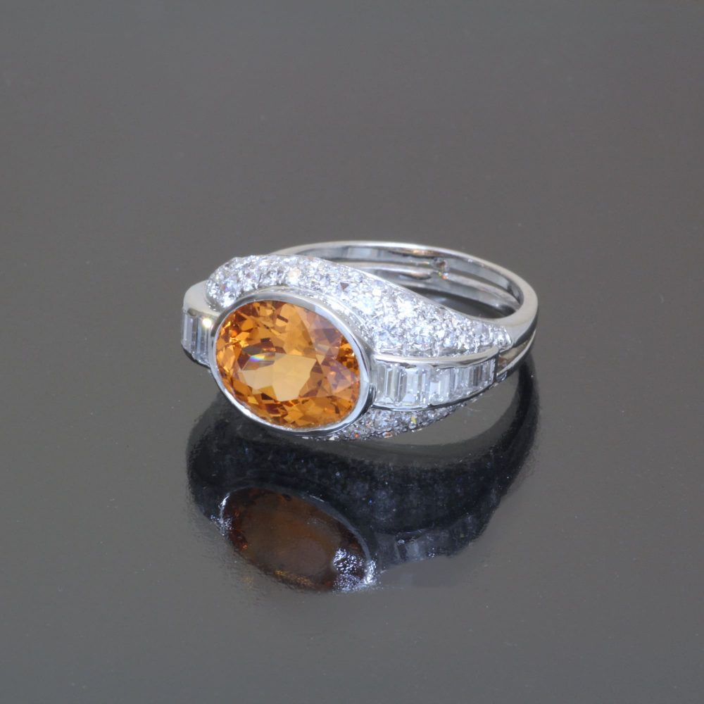 Mandarin garnet oval ring Caram antique side