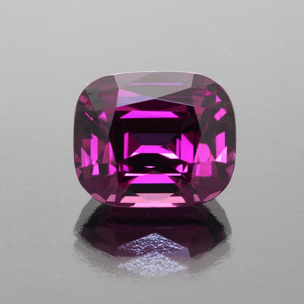Rhodolite garnet cushion 18.12 cts by Caram_front view