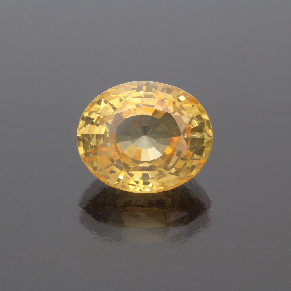 Yellow sapphire oval 12 cts by Caram_front view