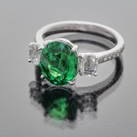 Tsavorite garnet oval ring with rose cut diamonds_side view
